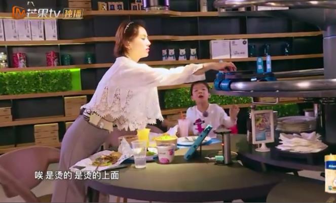 """奶奶嘱咐安迪""""听妈妈的话"""",原来黄圣依婆媳、母子关系那么甜!"""