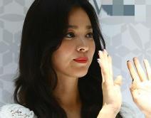 宋慧乔离婚后现身显疲态 女粉丝狂喊7字逗笑她