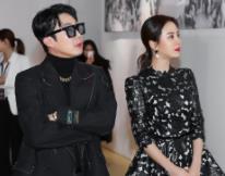 宋智孝黑色碎花礼裙优雅亮相 透露明年将拍JTBC的电视剧