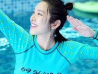 唐艺昕晒照分享孕期日常 热衷游泳手臂纤细超少女