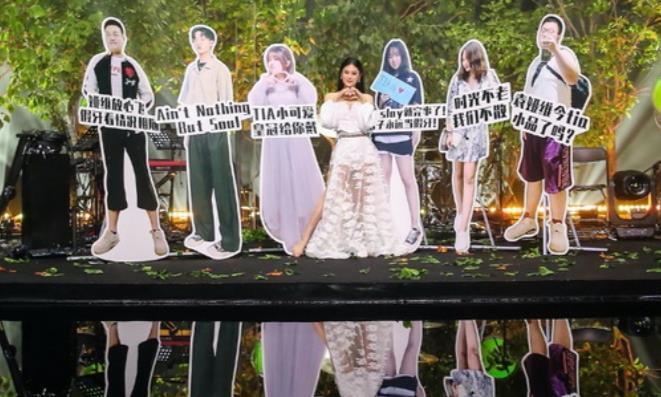 袁娅维超现场演出为爱而歌 850万乐迷同时在线见证