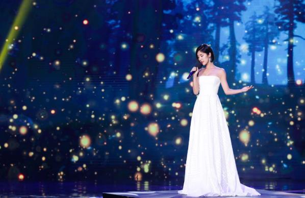 赵奕欢献唱《夜空中最亮的星》 唱响回声嘹亮